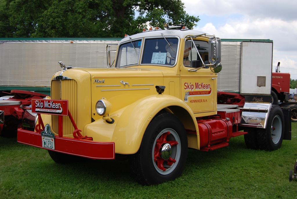 1951-mack-model-lft