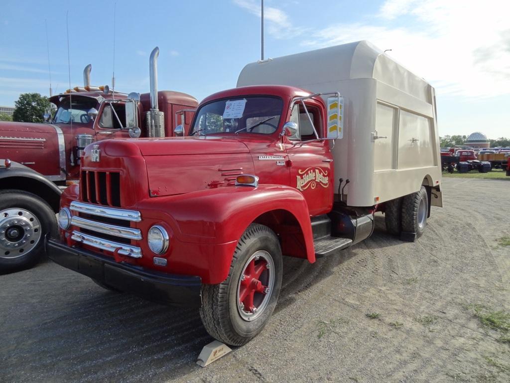 1960 International R-185