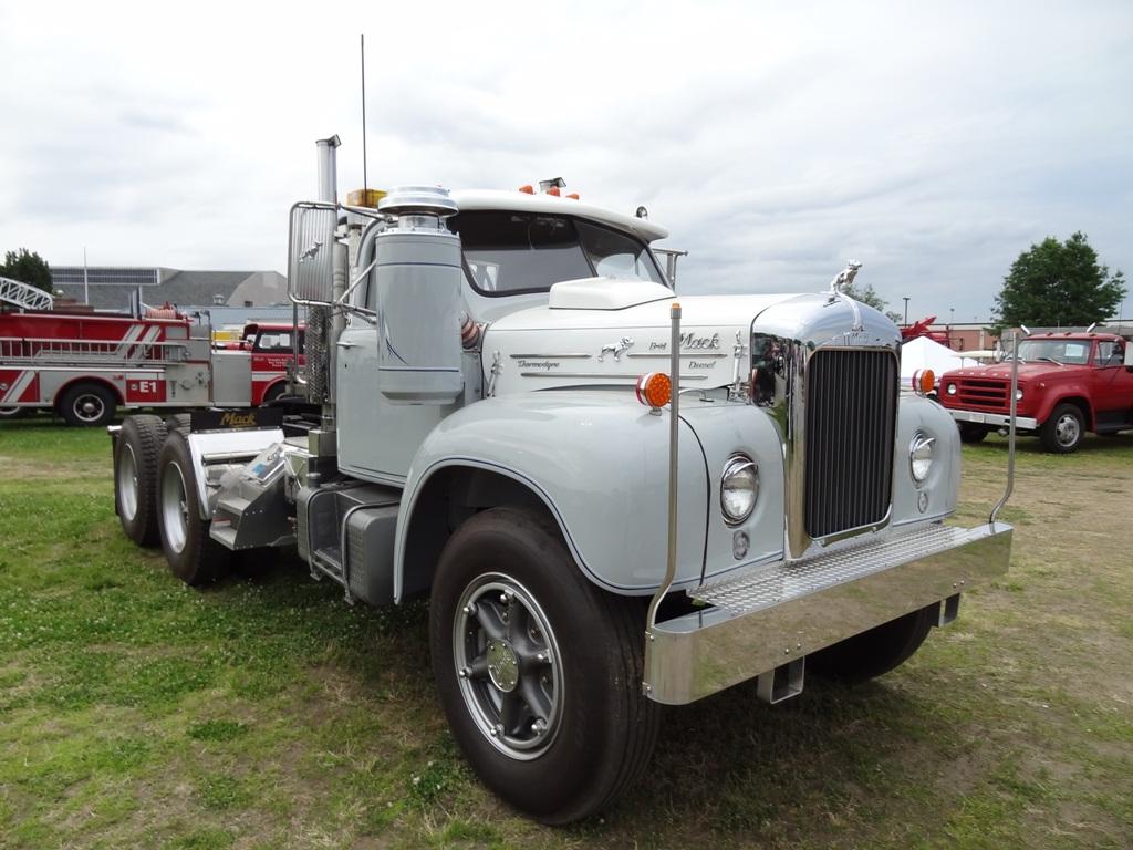 Mack B-61