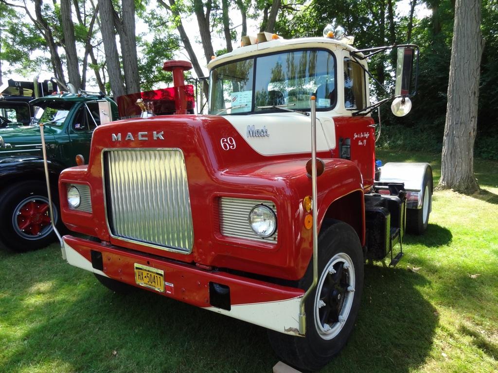 1969 Mack R-Model