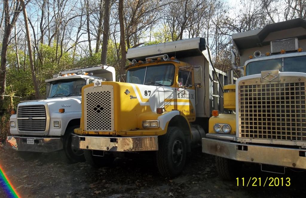 Still Working – Diamond Reo Dump Trucks |