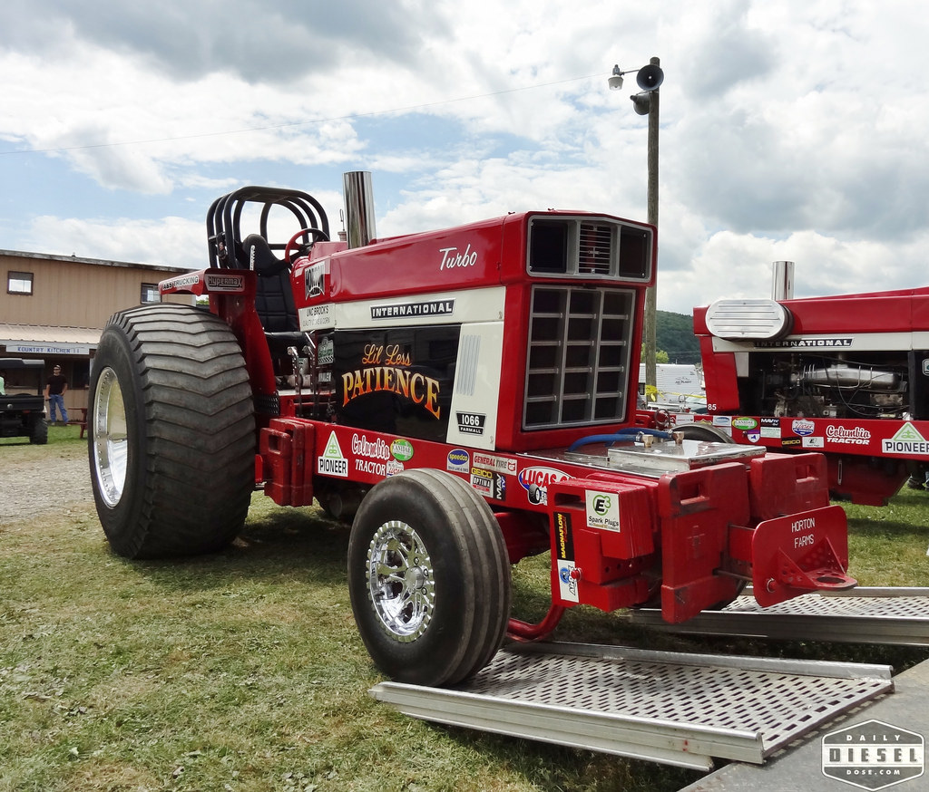 Ih Super Stock Pulling : Tractor pulling
